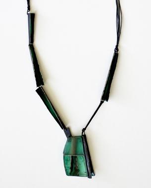 Eucalyptus memory, 2013, necklace, resin, eucalyptus, alpaca, acrylic pigment, wax and cotton cords, photo by Yannis Mathioudakis, (anammaseminarsjewelryen.weebly.com)